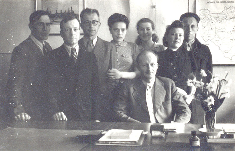 As a manager of a fruit and vegetable collection point in Przemyśl (sitting), his later wife Maria fourth from the left, 1942–1945