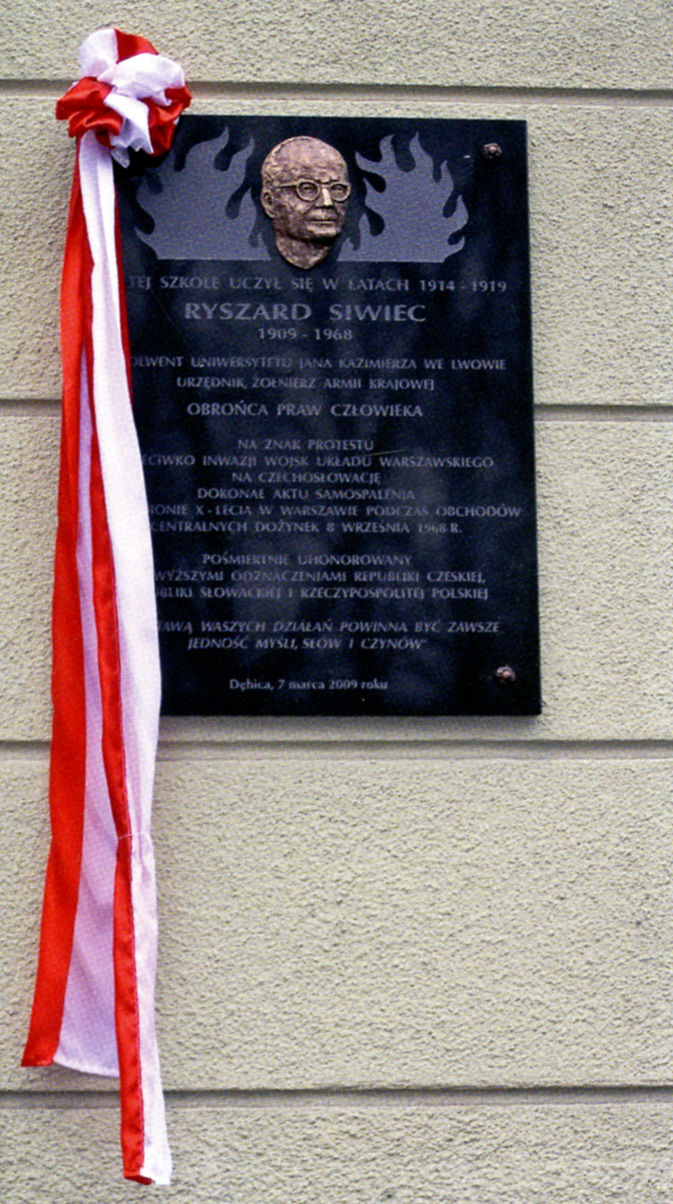 the plaque unveiled on 7th March 2009 in Dębica